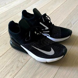 Nike Air Max 270 Flyknit Size 9